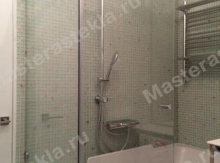 Стеклянная шторка в ванной