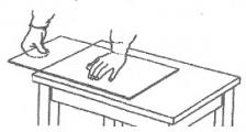 Обломка стекла рукой