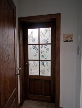 Межкомнатная дверь со стеклом триплекс